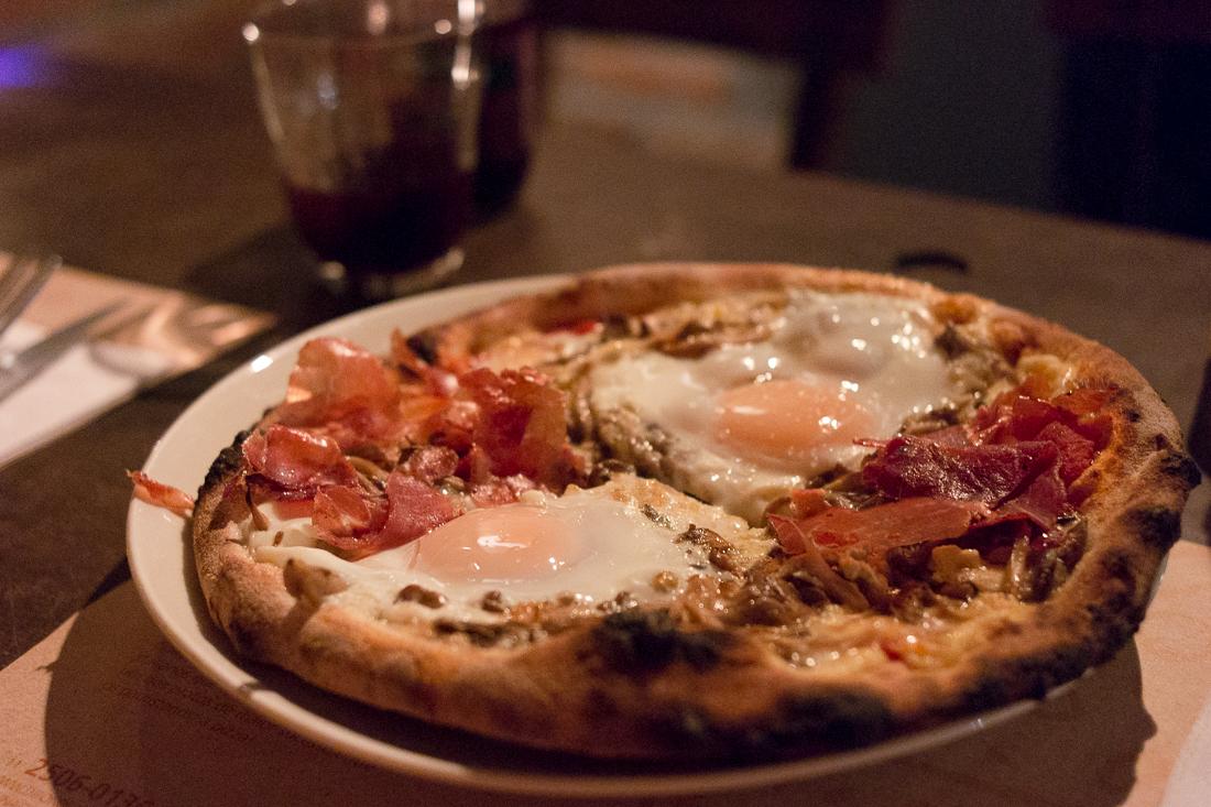 pizza com ovo
