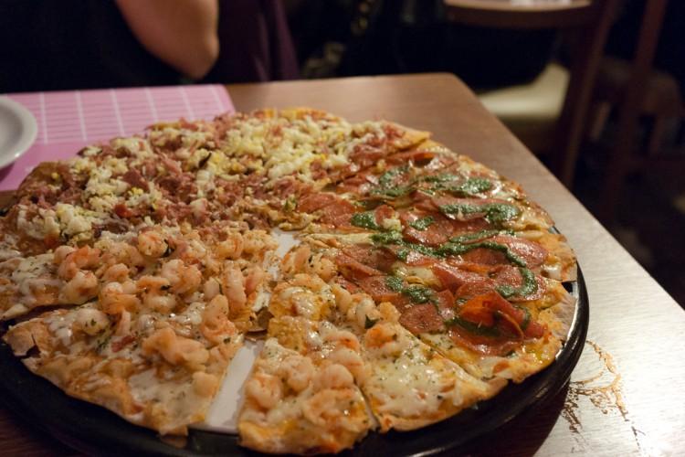 VILLA ROMA – Pizza com massa fininha e crocante!