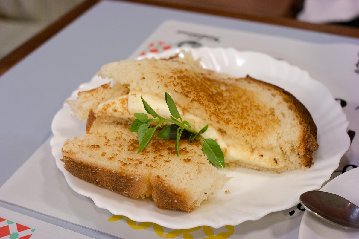 Pão com queijo quente