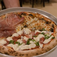 LEONA PIZZA BAR – Clima perfeito para curtir a dois!
