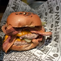 RAW BURGER – Hamburgueria na vila madalena!
