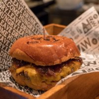 RAW BURGER – Hamburgueria com bar na vila madalena!