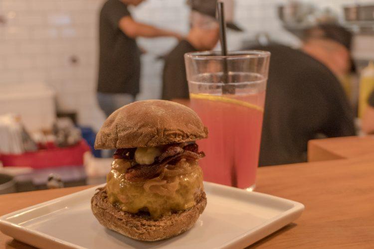 ESTELLA BURGER – Uma hamburgueria que vai te surpreender!