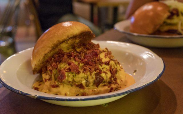 INDÚSTRIA BRASILEIRA BAR - Bar e burgers que vão te conquistar!
