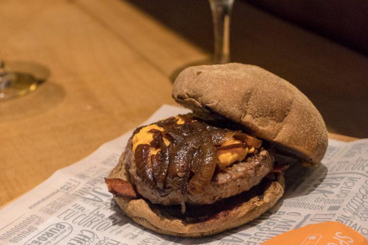 GIN BBQ BAR – Gin Tônica e hambúrgueres deliciosos!