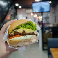 HAMBURGUINHO MOEMA – O clássico hambúrguer com milk shake diferenciado!