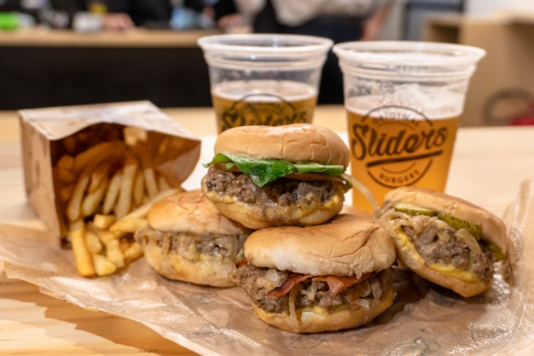SLIDERS – Primeira hamburgueria de sliders do Brasil