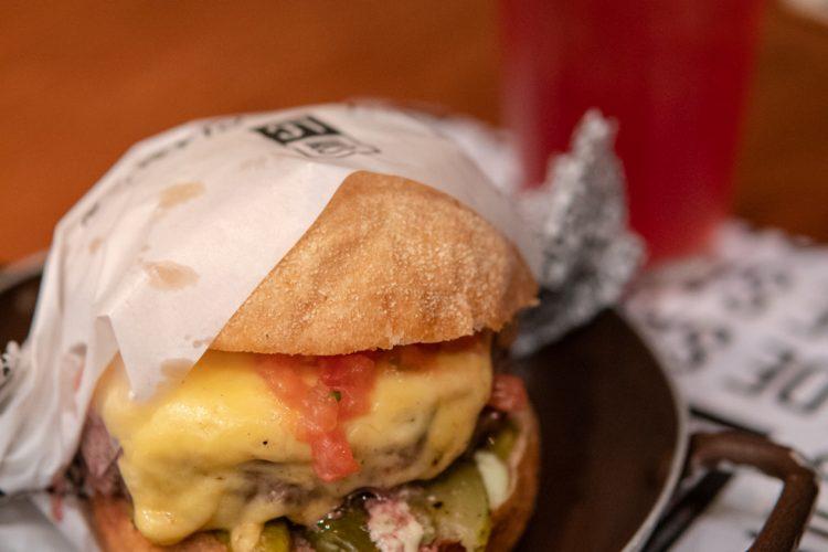 LANCHONETE DA CIDADE – Hambúrgueres clássicos e deliciosos!
